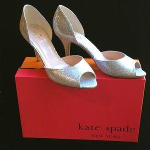 Kate spade NIB. Peep toe silver ws221
